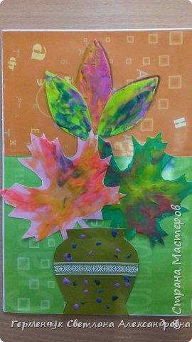 """Вот такие осенние натюрморты сегодня """" нарисовали"""" пластилином  ребята 3 """"А"""" класса. Из плотных  обложек , использованных  тетрадок ,  вырезали заготовки листьев , вазы  и  """"закрасили """" пластилином. Фон - обложки  с наборов  картона. Берегите  все живое !!!  фото 4"""