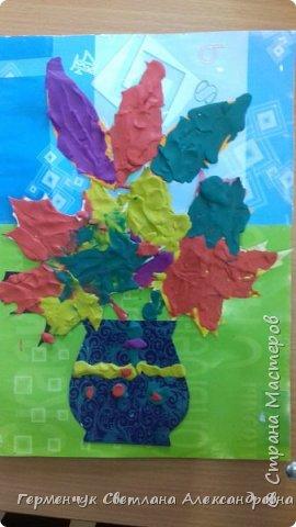 """Вот такие осенние натюрморты сегодня """" нарисовали"""" пластилином  ребята 3 """"А"""" класса. Из плотных  обложек , использованных  тетрадок ,  вырезали заготовки листьев , вазы  и  """"закрасили """" пластилином. Фон - обложки  с наборов  картона. Берегите  все живое !!!  фото 5"""