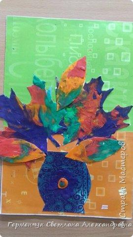 """Вот такие осенние натюрморты сегодня """" нарисовали"""" пластилином  ребята 3 """"А"""" класса. Из плотных  обложек , использованных  тетрадок ,  вырезали заготовки листьев , вазы  и  """"закрасили """" пластилином. Фон - обложки  с наборов  картона. Берегите  все живое !!!  фото 7"""