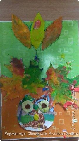 """Вот такие осенние натюрморты сегодня """" нарисовали"""" пластилином  ребята 3 """"А"""" класса. Из плотных  обложек , использованных  тетрадок ,  вырезали заготовки листьев , вазы  и  """"закрасили """" пластилином. Фон - обложки  с наборов  картона. Берегите  все живое !!!  фото 9"""
