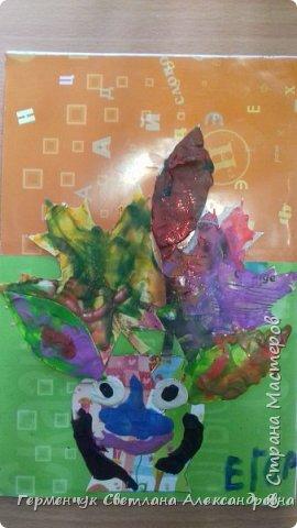 """Вот такие осенние натюрморты сегодня """" нарисовали"""" пластилином  ребята 3 """"А"""" класса. Из плотных  обложек , использованных  тетрадок ,  вырезали заготовки листьев , вазы  и  """"закрасили """" пластилином. Фон - обложки  с наборов  картона. Берегите  все живое !!!  фото 15"""