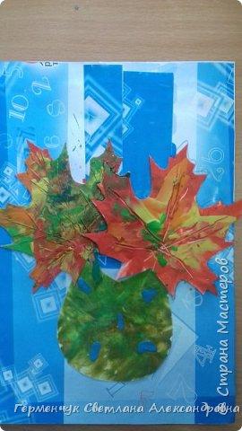 """Вот такие осенние натюрморты сегодня """" нарисовали"""" пластилином  ребята 3 """"А"""" класса. Из плотных  обложек , использованных  тетрадок ,  вырезали заготовки листьев , вазы  и  """"закрасили """" пластилином. Фон - обложки  с наборов  картона. Берегите  все живое !!!  фото 17"""