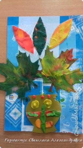 """Вот такие осенние натюрморты сегодня """" нарисовали"""" пластилином  ребята 3 """"А"""" класса. Из плотных  обложек , использованных  тетрадок ,  вырезали заготовки листьев , вазы  и  """"закрасили """" пластилином. Фон - обложки  с наборов  картона. Берегите  все живое !!!  фото 18"""
