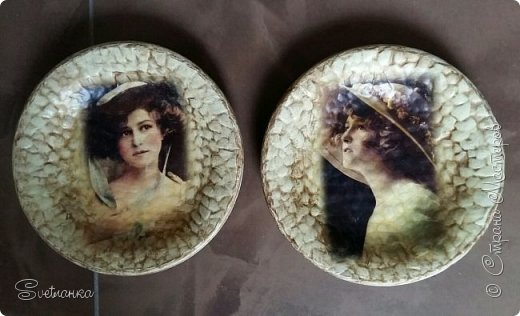 Тарелочки обклеивала яичной скорлупой для создания кракелюра. После декупажа, золотистой краской выделила рельеф. фото 1
