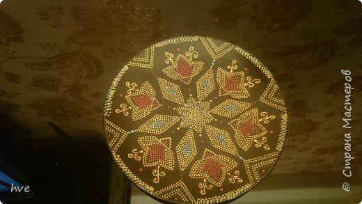 Очередной подарок, сделанный срочно за вечер :) Керамическая тарелка из Икеи в технике точечной росписи. фото 2