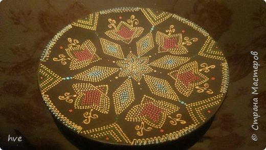 Очередной подарок, сделанный срочно за вечер :) Керамическая тарелка из Икеи в технике точечной росписи. фото 1