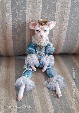 Всем привет! На этот раз хочу показать вам кота сфинкса. Котик сделан из папье-маше, лапки подвижные. Так что он может сидеть как захочет, даже в королевской позе:))) фото 4