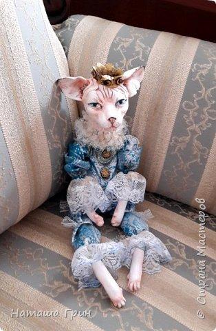 Всем привет! На этот раз хочу показать вам кота сфинкса. Котик сделан из папье-маше, лапки подвижные. Так что он может сидеть как захочет, даже в королевской позе:))) фото 3