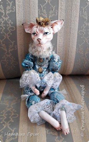 Всем привет! На этот раз хочу показать вам кота сфинкса. Котик сделан из папье-маше, лапки подвижные. Так что он может сидеть как захочет, даже в королевской позе:))) фото 1