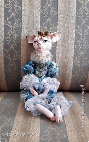 Всем привет! На этот раз хочу показать вам кота сфинкса. Котик сделан из папье-маше, лапки подвижные. Так что он может сидеть как захочет, даже в королевской позе:))) фото 2