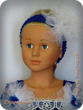 """Ещё одна """"первая проба"""". На этот раз - нарядное платье для девочки. Просто бальное платье для новогодних праздников, выпуска в садике или для дня рождения! Не важно для чего, главное - платье пышное и кружится )))))) Детского манекена у меня нет, так как не планировалось ничего для детей. Пришлось придумывать, как красиво показать платье. Есть погрудье с головой для демонстрации детских шапок и большая напольная ваза. Вот она и стала основой, имитирующей детскую фигурку. Длина юбки - 50см. Использован еврофатин и кружево. Топ выполнен из стречевой пряжи. Платье на девочку 3-5 лет (я так думаю) фото 3"""