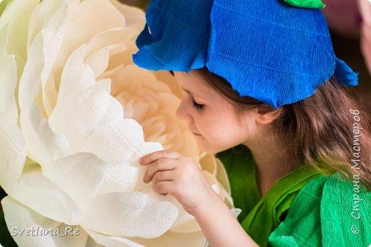 На этом фото ростовые цветы ручной работы создают фон. Платье так же выполнено мной фото 9