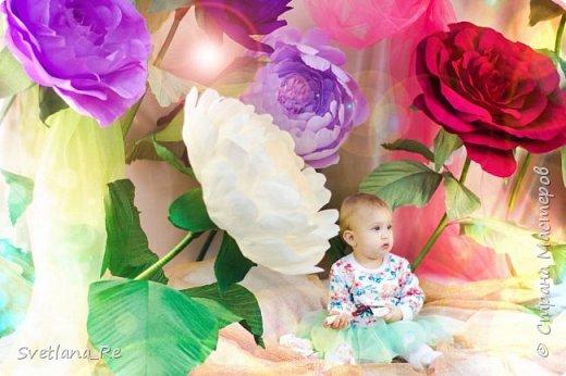 На этом фото ростовые цветы ручной работы создают фон. Платье так же выполнено мной фото 13