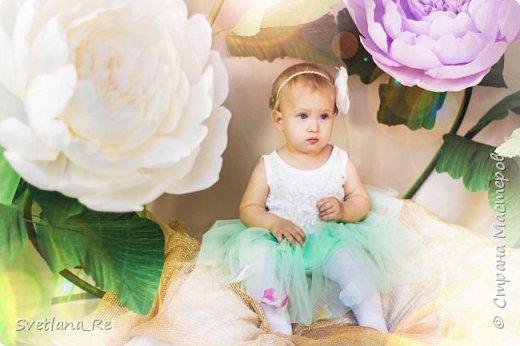 На этом фото ростовые цветы ручной работы создают фон. Платье так же выполнено мной фото 17