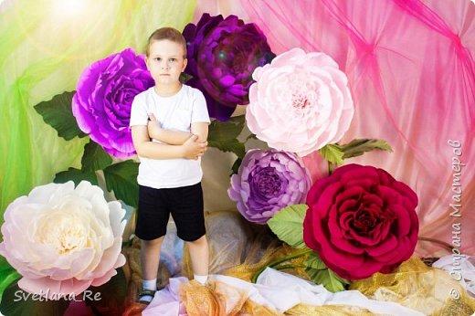 На этом фото ростовые цветы ручной работы создают фон. Платье так же выполнено мной фото 19