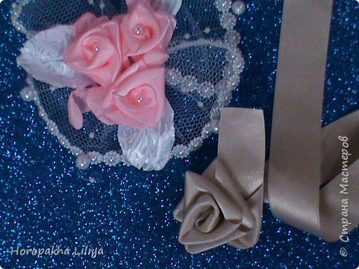 Розы из сплошного отрезка ленты без ножниц, клея и иголки и изделие из них