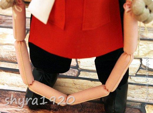 К сосискам питаю высокие чувства, к сосискам особая страсть С горошком и кетчупом так их приятно в тарелку с каёмочкой класть И чёрного хлебушка ломтик отрежешь, и вилочку в руку возьмёшь И с жадностью пищу Богов поглощая, пускаешь сосиску под нож. Автор неизвестен. фото 11
