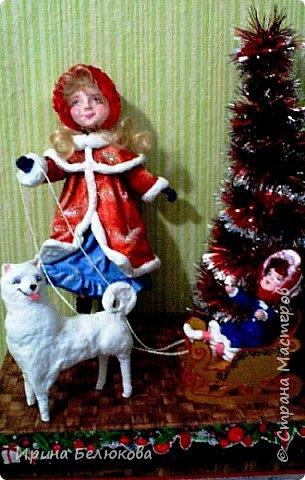 Здравствуйте уважаемые гости моей странички. Заходите. Посмотрите на мою новую работу. Скоро зима и новогодние праздники. Поэтому моя очередная девочка уже на зимней прогулке вместе с любимой куклой  и верным четвероногим другом. По моему все довольны. Я тоже!   Собаку из ваты делала впервые. Белая лайка с голубыми глазами получилась вполне дружелюбная, вон, как улыбается!  Кстати наступающий 2018 - год собаки.Прошу прощения за качество фотографий. фото 4