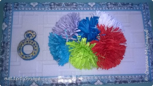 Добрый день. Эти открытки мы делали к 8 Марта с мальчиками 6 класса. Основа потолочная плитка, цветы из цветной бумаги, цифра 8 из солёного теста и покрашена гуашью. Сверху прошлись акриловыми красками. фото 1
