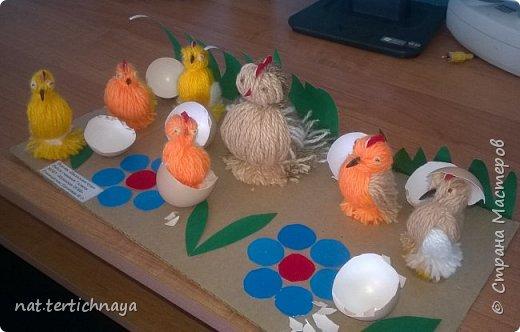 Эту работу мы выполняли в прошлом году с детками 6 класса к светлому празднику- Пасхе. Курочка и цыплята изготовлены из пряжи. фото 2