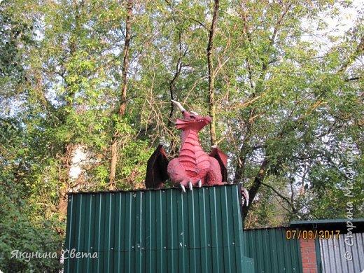 Вот такой красавец теперь охраняет школьный двор.(Высота в районе головы - 1,5 метра) фото 12
