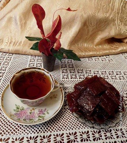 Доброго времени суток,дорогие мастера! Приглашаю вас попить чайку из вишневых листьев с яблочной пастилой собственного изготовления! Рецептов приготовления чая я нашла  в интернете множество, да и сама я всегда делала чай из кипрея.А два года назад решила попробовать сделать чай из разных листьев плодовых деревьев! Да, да, вы не ослышались! Именно из листьев! фото 1