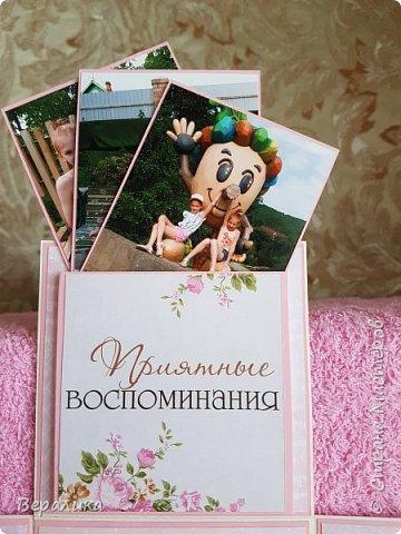 Весной, отдыхая в Таиланде, внучка познакомилась с девочкой 9 лет из Владивостока. Летом, отдыхая у меня под Владивостоком, внучка часто встречалась со своей подружкой, я  возила их по различным местам летнего отдыха. В конце лета внучка улетела домой, но о подружке не забывала. Лерочка передала для нее браслетик, как часто делают девочки их возраста. Просто передать браслетик   как-то было неудобно, поэтому родилась в мыслях такая коробочка.И девочка, и ее мама были очень тронуты и вниманием, и красивой коробочкой, которая им  понравилась. А теперь и вы оцените мои труды. фото 6