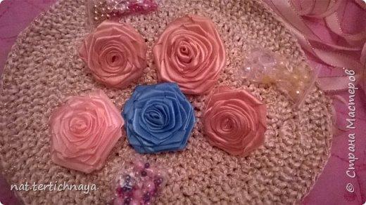 Розы из атласных лент.  Большие розы из лент шириной 5 сантиметров. фото 8