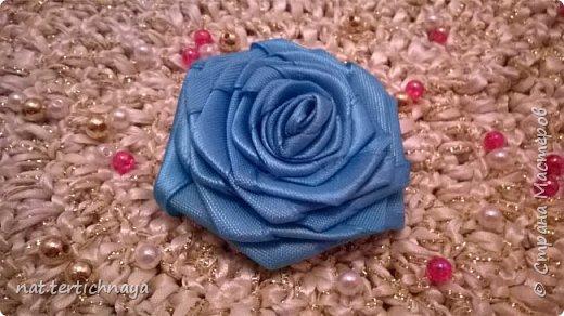 Розы из атласных лент.  Большие розы из лент шириной 5 сантиметров. фото 4