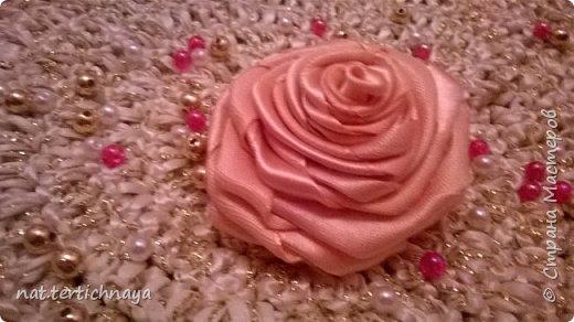 Розы из атласных лент.  Большие розы из лент шириной 5 сантиметров. фото 5