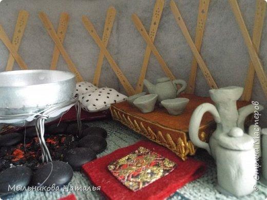 Место для музея я спланировала заранее, когда придумывала мебельную стенку. В неё ещё входят музыкальный и книжный уголки и пенал для хранения пособий. фото 10