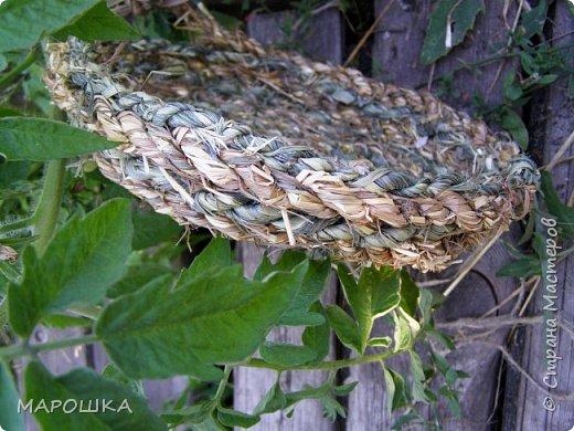 полюбила вить веревки из травы и сшивать из них посудинки разные фото 6