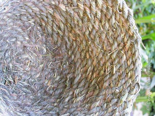 полюбила вить веревки из травы и сшивать из них посудинки разные фото 16