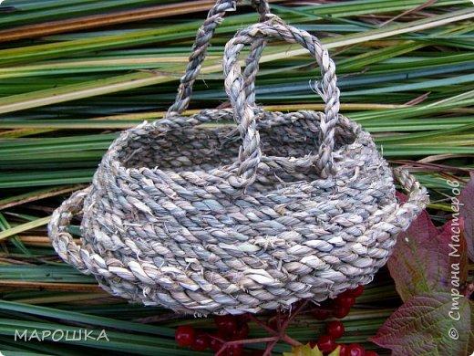 полюбила вить веревки из травы и сшивать из них посудинки разные фото 12