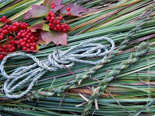 полюбила вить веревки из травы и сшивать из них посудинки разные фото 10