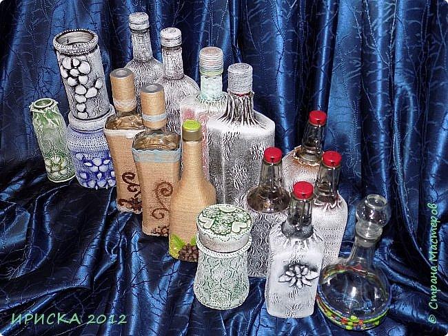 Привет всем гостям моей странички!!! Наконец-то пришло время бутылочек и я их все-таки закончила. Использовала различные техники и материалы, и в этом очень активно мне помогала моя доченька. Но обо всем по порядку.  фото 26