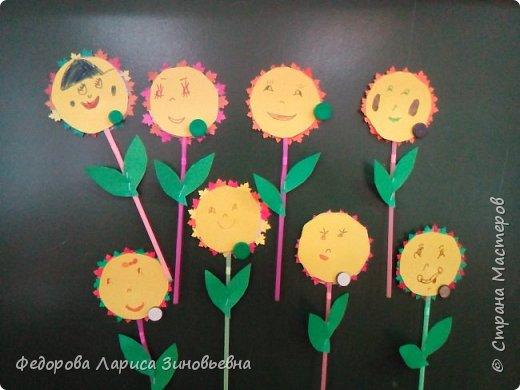 """Добрый день всем. Вот и уходит наша золотая осень С ребятами на кружке делали вот такие осенние цветы """"Солнышко"""". Образец был вот такой. А это работы учеников  1-2 класса. фото 2"""