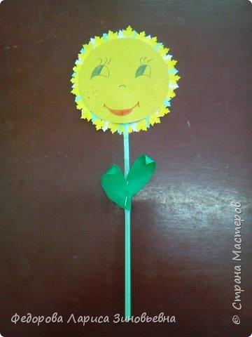 """Добрый день всем. Вот и уходит наша золотая осень С ребятами на кружке делали вот такие осенние цветы """"Солнышко"""". Образец был вот такой. А это работы учеников  1-2 класса. фото 1"""