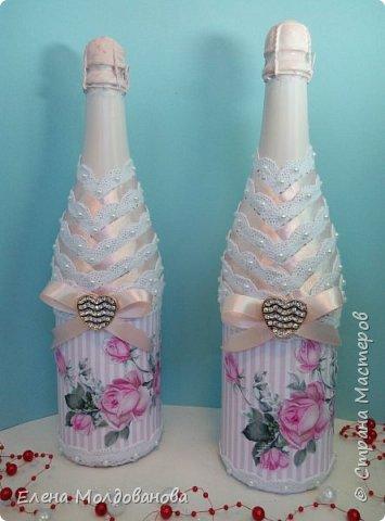 Цвет на фото немного не соответствует, он в реале нежно розовый. И бутылки и ленты на них фото 1
