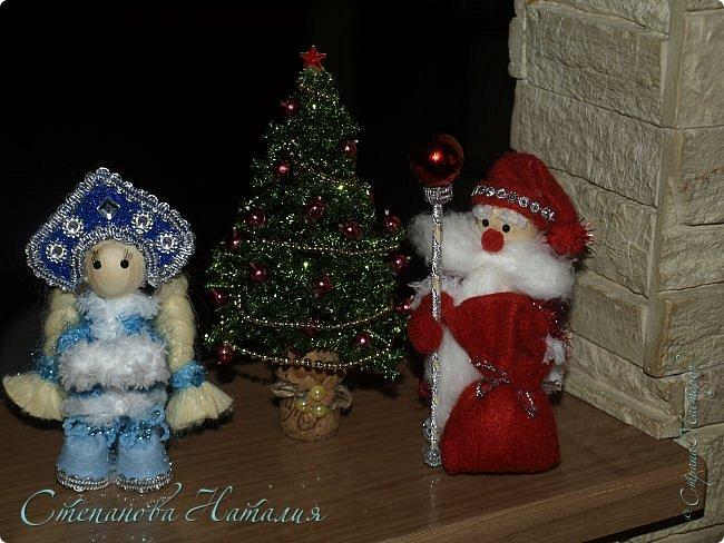 Добрый день, вы все знаете моих куколок, а тут пришла идея в голову сделать деда мороза со снегуркой. Наташа Скво меня научила вязать воздушные петли, я навязала и обмотала их, приглашая к просмотру! фото 1