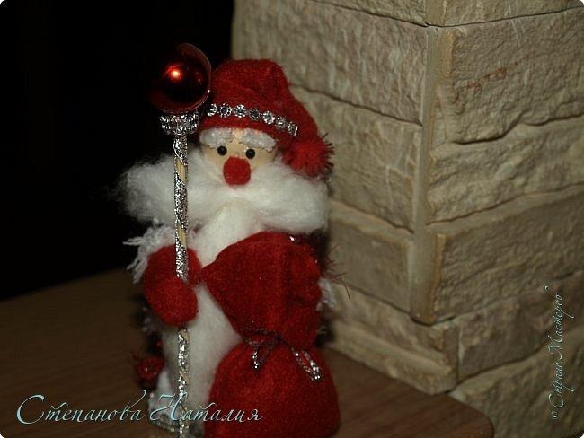 Добрый день, вы все знаете моих куколок, а тут пришла идея в голову сделать деда мороза со снегуркой. Наташа Скво меня научила вязать воздушные петли, я навязала и обмотала их, приглашая к просмотру! фото 4