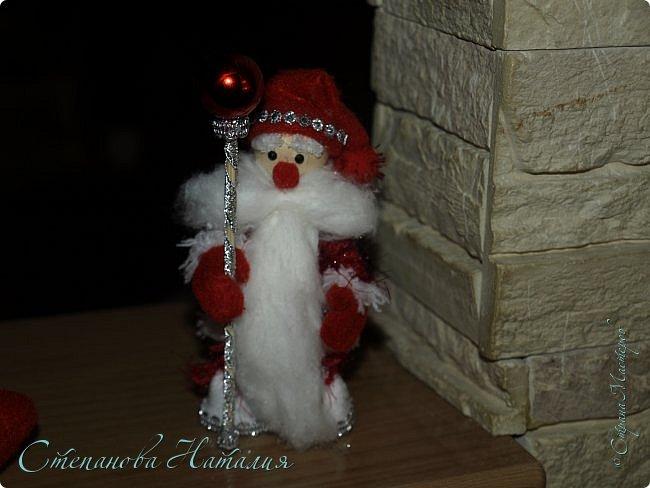 Добрый день, вы все знаете моих куколок, а тут пришла идея в голову сделать деда мороза со снегуркой. Наташа Скво меня научила вязать воздушные петли, я навязала и обмотала их, приглашая к просмотру! фото 5