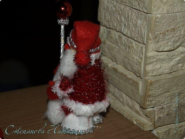 Добрый день, вы все знаете моих куколок, а тут пришла идея в голову сделать деда мороза со снегуркой. Наташа Скво меня научила вязать воздушные петли, я навязала и обмотала их, приглашая к просмотру! фото 6
