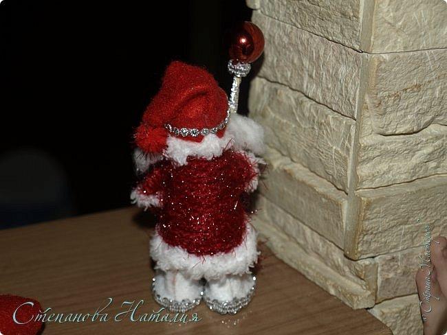 Добрый день, вы все знаете моих куколок, а тут пришла идея в голову сделать деда мороза со снегуркой. Наташа Скво меня научила вязать воздушные петли, я навязала и обмотала их, приглашая к просмотру! фото 7