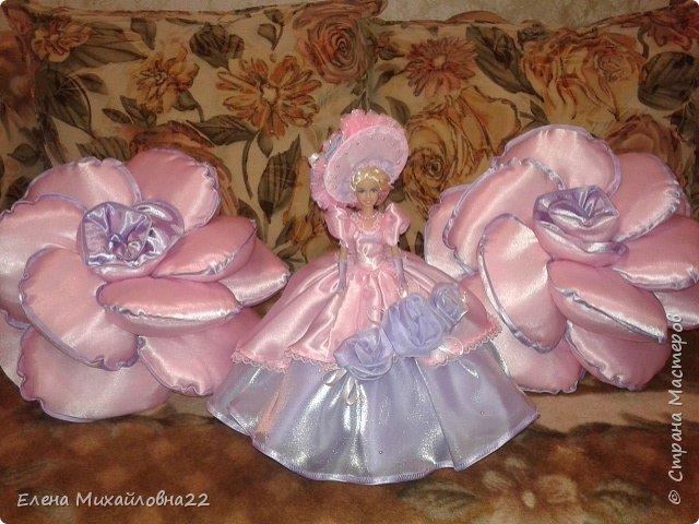 Такой комплект в подарок был сшит... для девичьей комнаты... розы подушки и кукла -шкатулка фото 4