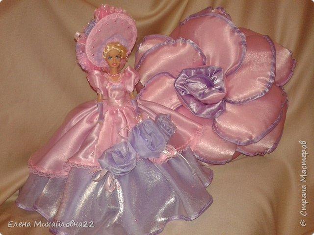 Такой комплект в подарок был сшит... для девичьей комнаты... розы подушки и кукла -шкатулка фото 2