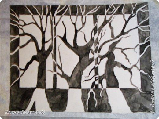 Здравствуйте! Попробуйте графику. Перед вами, чёрно-белый рисунок, но он может быть по вашему желанию и другим. Своим ученикам я предлагала разные варианты. Например, можно изобразить времена года, тогда деревья будут трёх цветов (голубым. зелёным, жёлтым) или другого цвета, вместо чёрного и белого, так же выбрать можно выбрать, чем рисовать. Этот рисунок выполнен тушью. Для этого пригодятся специальная ручка с перьями для туши. Могу заверить. если нарисовано с желанием и аккуратно, в любом из преложанных вариантов, выглядит очень красиво. Целью работы в этом рисунке служат два этапа, в которых меняется фон с объектом. Пусть деревья будут немного покорявее, выводите линии, свободно, произвольно. Набиваейте руку рисовать без усилия и нажима. Запомните, эскиз должен быть слабо нанесён карандашом на бумагу так, чтобы при раскрашивании его не было видно. фото 1