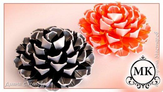 Здравствуйте, мастерицы. Сегодня хочу показать как сделать красивый цветок из лент в стиле канзаши. Новый лепесток.  Материалы и инструменты :  черная атласная лента шириной 2,5 см (5,9 м); белая атласная лента шириной 2,5 см (2,7 м); фетровые кружочки диаметром 6 см (2 шт); пинцет; клеевой пистолет; ножницы; зажигалка.  Приятного просмотра! Если у вас есть вопросы пишите их в комментариях . Творите своими руками и радуйте своих родных и близких!