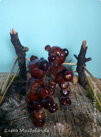Павлины сделаны из шишек, камыша, высушенных цветов, мха и сухоцветов фото 8