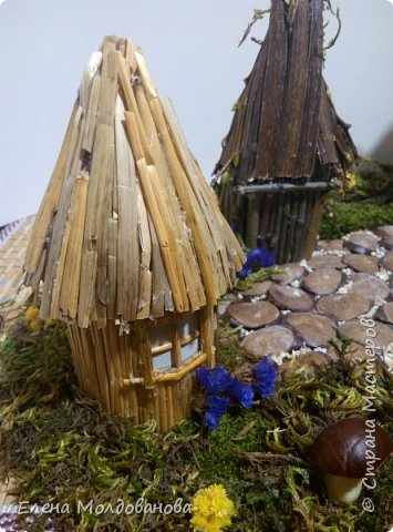 Павлины сделаны из шишек, камыша, высушенных цветов, мха и сухоцветов фото 21